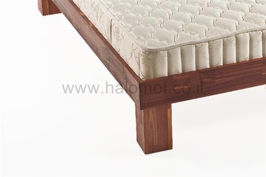 מיטה זוגית מעץ מלא כפיר צבוע