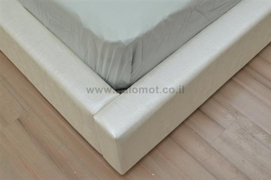 מיטה זוגית מרופדת דגם שלג