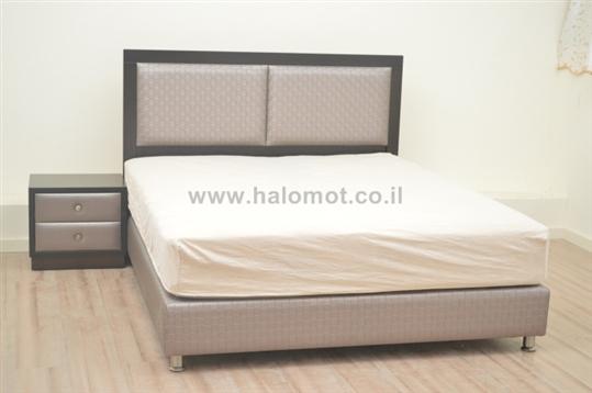 מיטה זוגית מרופדת דגם שקד