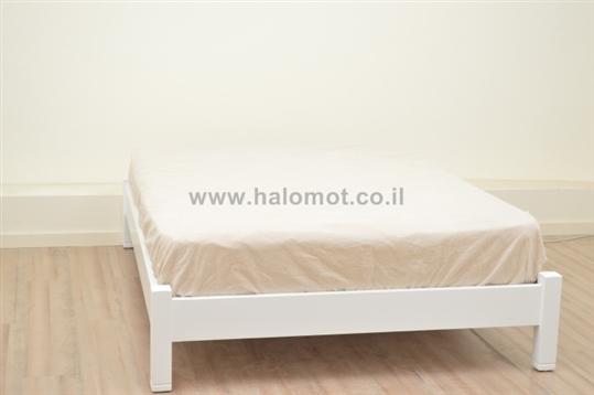 מיטה חלום וחצי מעץ מלא דגם מאור