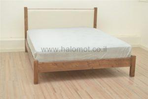 מיטה זוגית מעץ מלא מאור מרופד