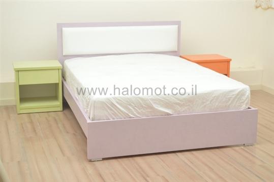 מיטה דגם נרקיס עם גב מרופד