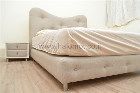 מיטה זוגית מרופדת דגם מילאנו