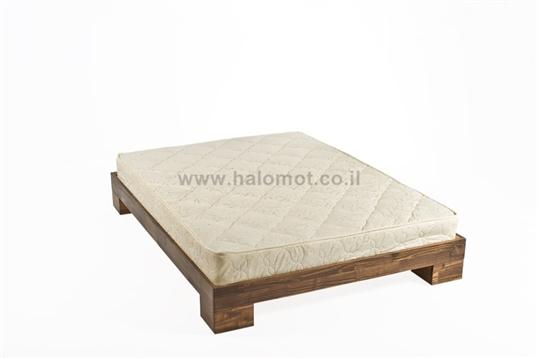 מיטה זוגית מעץ מלא דגם טייפון
