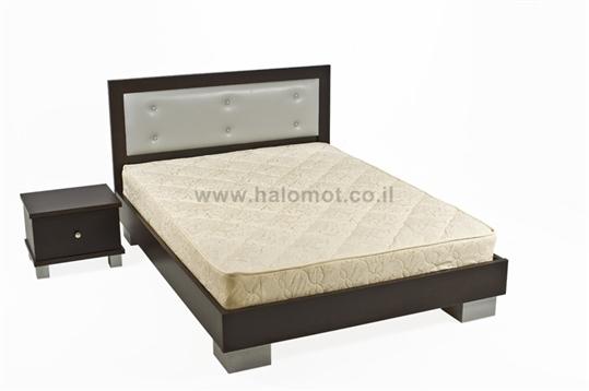 מיטה זוגית עם ראש מיטה מרופד דגם שוקולד