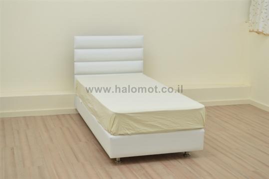 מיטה מרופדת מתצוגה עם ארגז