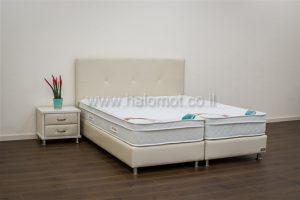 מיטה יהודית מרופדת