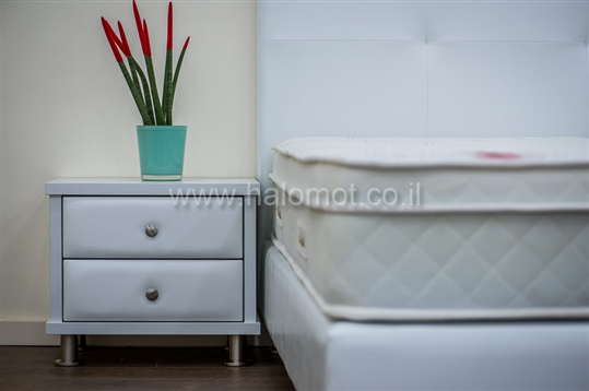 מיטה יהודית מרופדת דגם נופית