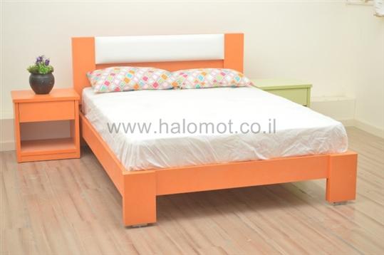 מיטה זוגית צבעונית