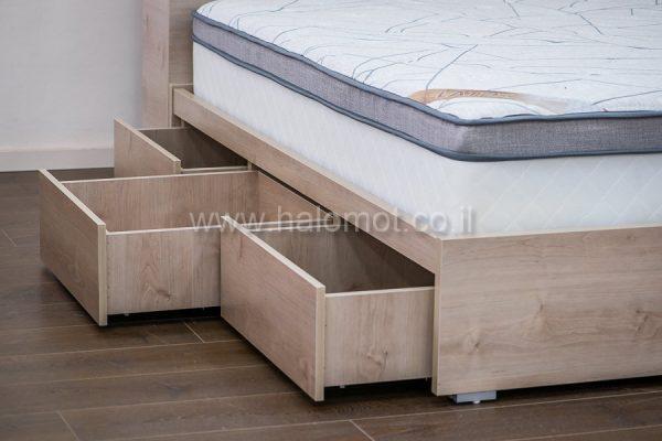 מיטה זוגית עם ארגז חכם וארגז בראש