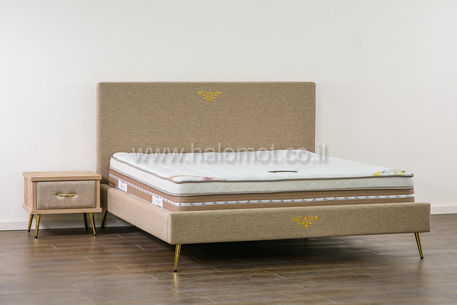 מיטה זוגית מרופדת דגם פרלין