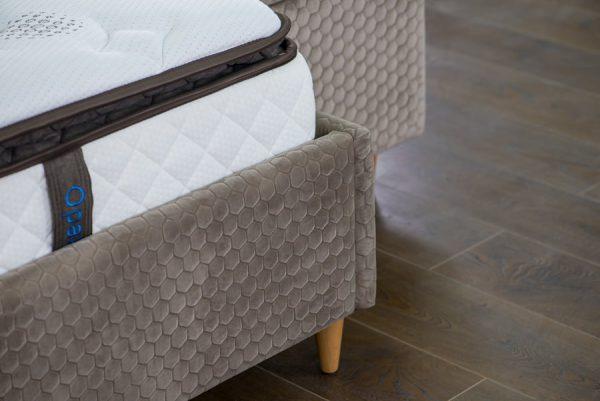 מיטה זוגית מרופדת + ארגז דגם מתן