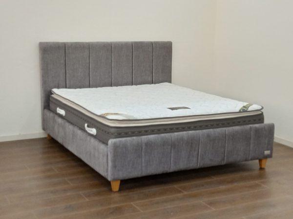 מיטה זוגית מרופדת דגם נוי